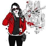 Piękna dziewczyna z długie włosy w okularach przeciwsłonecznych, kurtce, koszulce i cajgach, Moda, styl, odzież i akcesoria, royalty ilustracja