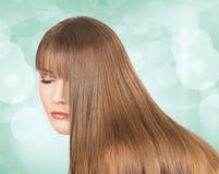 Piękna dziewczyna z długim blondynem Fotografia Stock