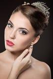 Piękna dziewczyna z jaskrawą makeup i wieczór fryzurą Obraz Royalty Free