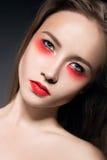 Piękna dziewczyna z jaskrawym makijażem kreatywnie Zdjęcie Royalty Free