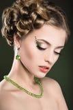 Piękna dziewczyna z perfect skórą i jaskrawym makeup Obrazy Royalty Free