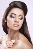 Piękna dziewczyna z perfect skórą i wieczór robimy Fotografia Stock
