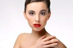Piękna dziewczyna z perfect skóry i czerwieni pomadką zdjęcia royalty free