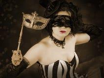 Piękna dziewczyna z venetian maską Zdjęcia Royalty Free
