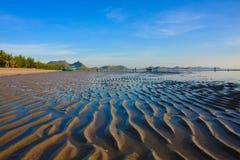 Piękna falowa piasek plaża Zdjęcie Stock