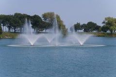 Piękna fontanna po środku jeziora, Evanston, Illinois Zdjęcia Stock