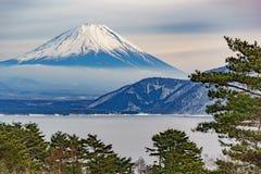 Piękna Fuji góry forma pięć pokojowy jezioro w zimie Zdjęcia Stock