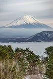 Piękna Fuji góry forma pięć pokojowy jezioro w zimie Obrazy Stock