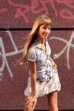 Piękna garbnikująca dziewczyna Obrazy Stock