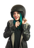 Piękna i uśmiechnięta nastoletnia dziewczyna jest ubranym jej hulajnoga hełm Obraz Stock
