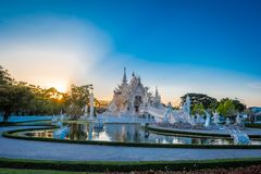Piękna i zadziwiająca biała sztuki świątynia przy Watem Rong Khun Chiang Raja, Tajlandia Ja jest turystycznym miejsce przeznaczen zdjęcia stock