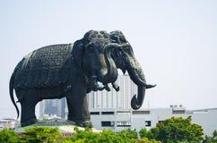 Piękna ikonowa statua gigant trzy przewodził słonia przy Erawan muzeum zdjęcia stock