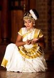 Piękna Indiańska dziewczyna tanczy Mohinyattam tana Obraz Stock