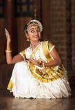 Piękna Indiańska dziewczyna tanczy Mohinyattam tana Zdjęcia Stock