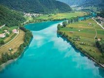Piękna irrealna szmaragdowej zieleni woda w Najwięcej na Soci, Slovenia fotografia stock