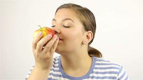 piękna jabłczana odseparowana nadmiernej czerwony pachnie białych kobiet young zbiory wideo
