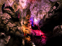 Piękna jama z barwioną iluminacją Zdjęcia Royalty Free