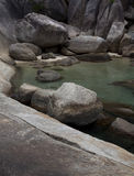 Piękna Jasna wody skały laguna Zdjęcia Stock