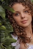 piękna kędzierzawa dziewczyna Fotografia Stock