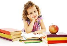 Piękna kędzierzawa dziewczyna z szkolnymi książkami na stole Obrazy Royalty Free