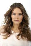 piękna kędzierzawego włosy długa portreta kobieta Obrazy Stock