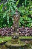 Piękna kamienna statua w Tirta Gangga wody pałac na Bali isla zdjęcie royalty free