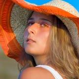piękna kapeluszowa słomiana target308_0_ kobieta obrazy stock