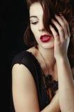 Piękna Kaukaska kobieta Pozuje dla portretów Zdjęcia Royalty Free