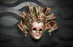 Piękna klasyczna maska od Wenecja na czerni ścianie. Karnawał maska Obrazy Royalty Free