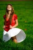 piękna kobieta łąkowa obrazy royalty free