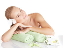 Piękna kobieta cieszy się zdroju salon fotografia royalty free
