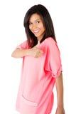 Piękna kobieta gestykuluje aprobaty w przypadkowych ubraniach. obraz stock