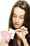 Piękna kobieta podnosi grzebak kartę Fotografia Royalty Free