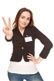 Piękna kobieta pokazuje zwycięstwo znaka odizolowywających na bielu pokój lub Obrazy Stock