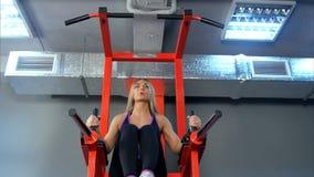 Piękna kobieta pracująca w gym out Zdjęcia Stock