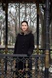 Piękna kobieta przy altaną Obrazy Royalty Free