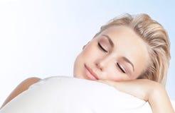 piękna kobieta sypialna zdjęcie royalty free