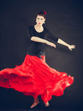 Piękna kobieta tanczy orientalnego tana obraz stock