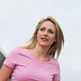 Piękna kobieta target192_0_ daleko w odległość Zdjęcia Stock