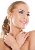 Piękna kobieta target362_0_ nad jej ramionami Obraz Stock