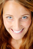 Piękna kobieta uśmiechnięty portret fotografia royalty free