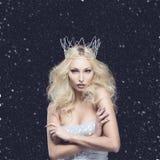 Piękna kobieta ubierająca jako zimy królowa Obraz Royalty Free