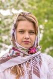 Piękna kobieta w chustka na głowę Obrazy Royalty Free