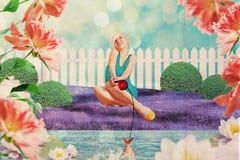 Piękna kobieta w czarodziejka ogródzie zdjęcia stock