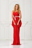 Piękna kobieta w czerwieni tęsk suknia. zdjęcia royalty free
