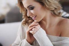 piękna kobieta w domu Fotografia Stock