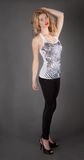 Piękna kobieta w podkoszulku bez rękawów i Leggings Zdjęcie Royalty Free