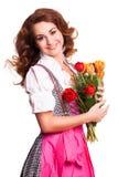 Piękna kobieta w tradycyjnym bavarian dirndl z bukietem tulipany obrazy stock