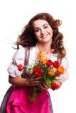 Piękna kobieta w tradycyjnym bavarian dirndl z bukietem tulipany zdjęcie royalty free