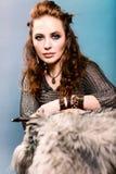 Piękna kobieta w Viking odziewa obraz royalty free